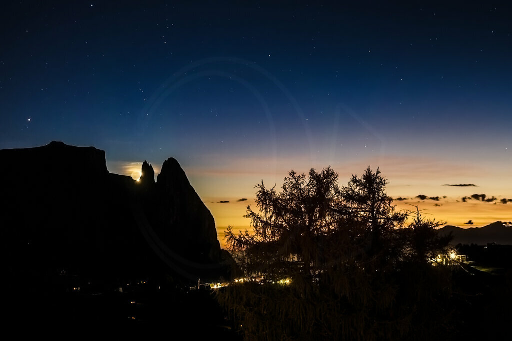 Moonset over the Santnerspitze
